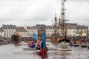 <h5>L'arrivée des yoles dans le port de Vannes</h5>