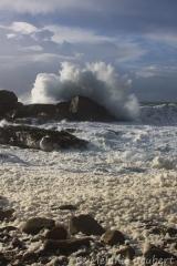 <h5>La tempête Ulla rencontre les rochers de Saint-Guénolé</h5>